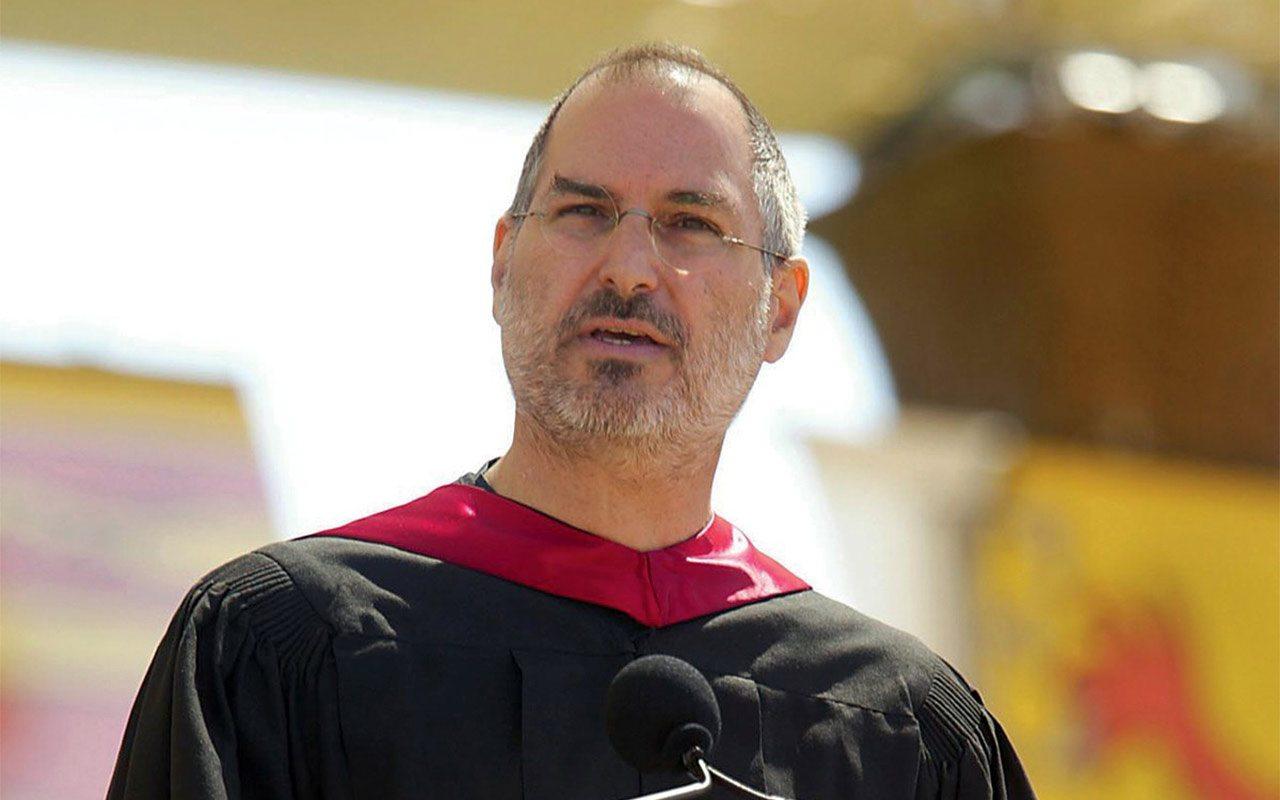 Steve Jobs hablando para los graduados de Stanford. (Foto: Archivo.)