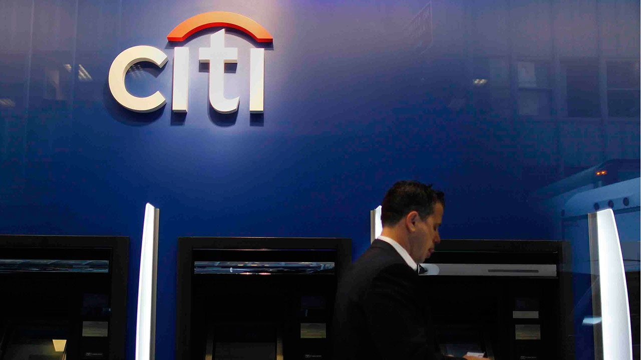 Citigroup resiente la pandemia: sus ganancias caen 41% en 2020