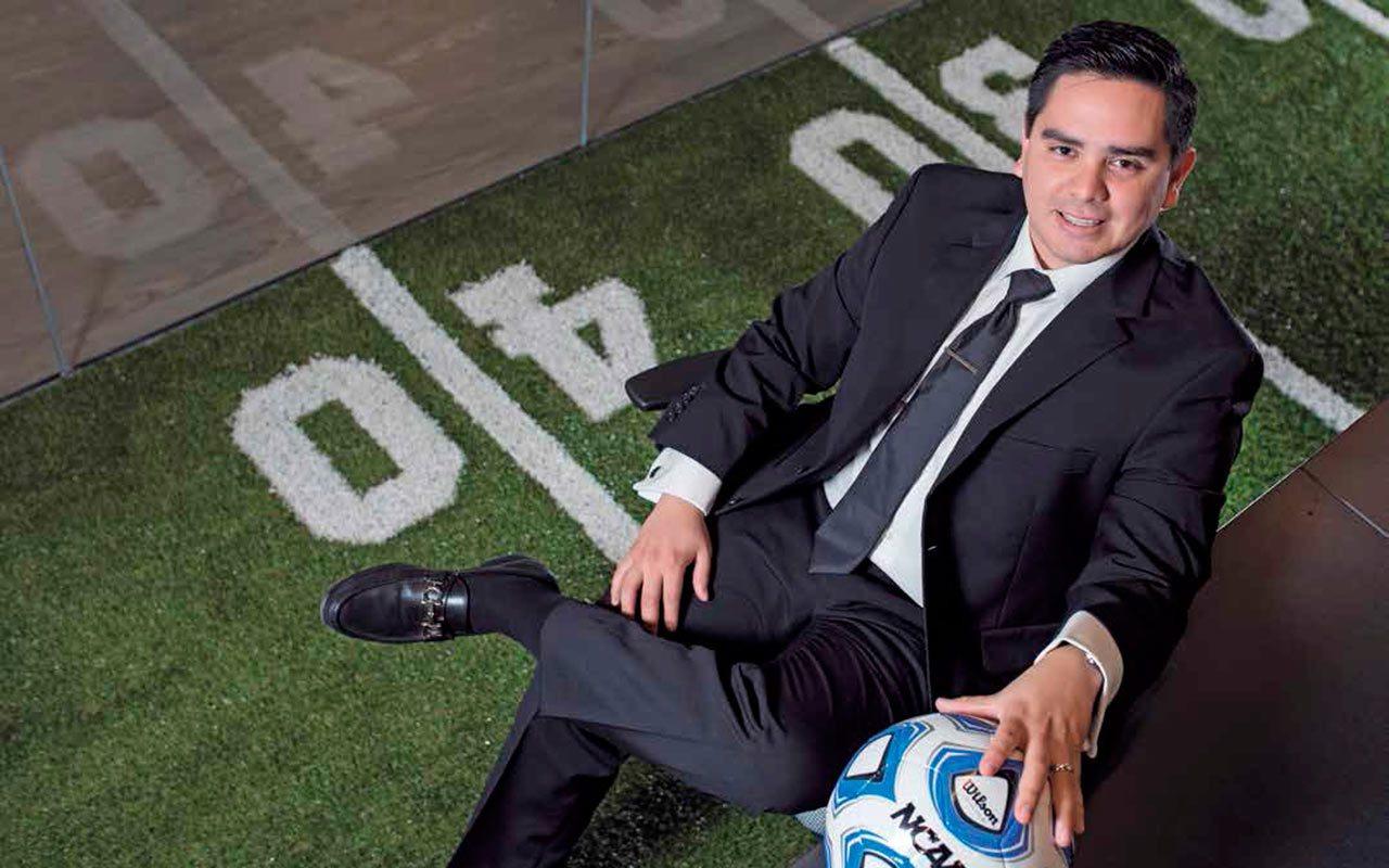 """El """"fracasado"""" futbolista mexicano que creó una """"fábrica de deportistas"""""""
