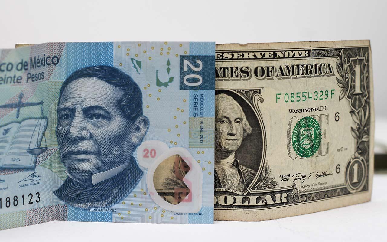 Dólar se vende en 22.42 pesos a horas del relevo presidencial en EU