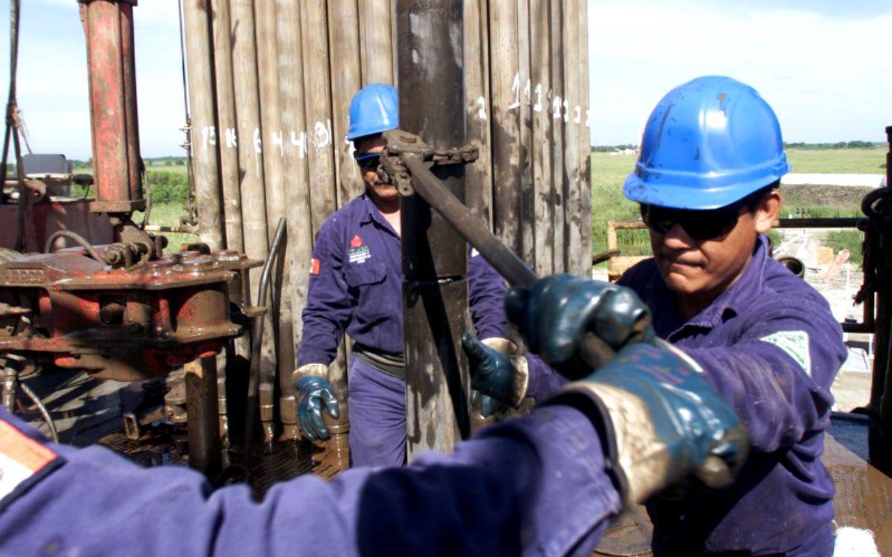 Coberturas petroleras dejarán ganancias por 2,900 mdd en México