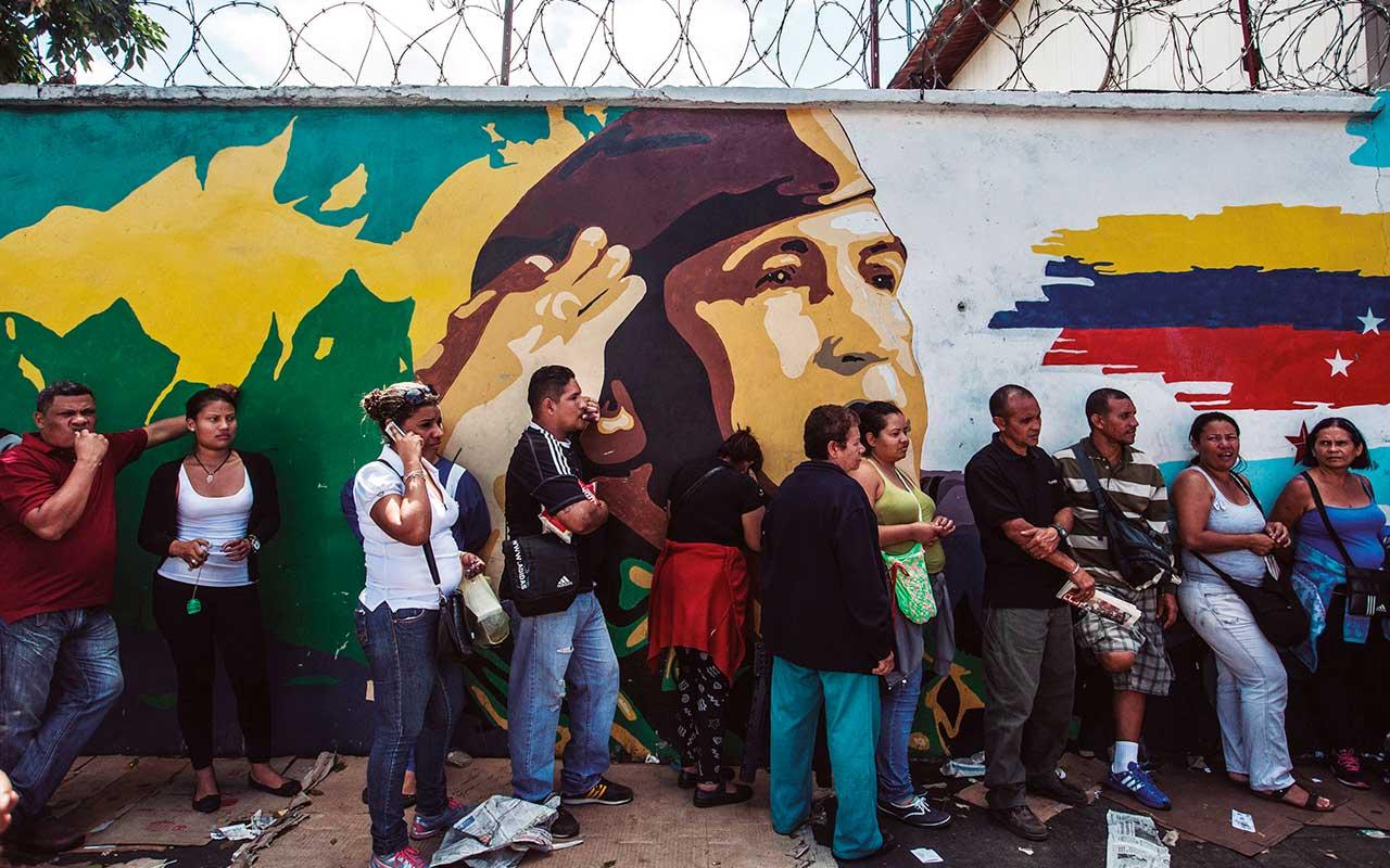 Militares toman el control de la distribución de comida en Venezuela