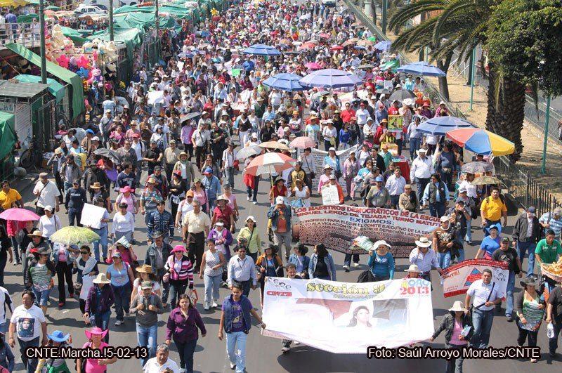 CNTE mantiene bloqueo en vías férreas en Michoacán