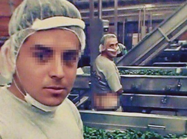 La Costeña ofrece disculpas por foto de empleado orinando en chiles