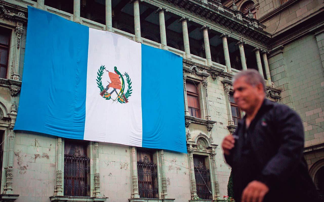 S&P baja calificación de Guatemala por crisis política