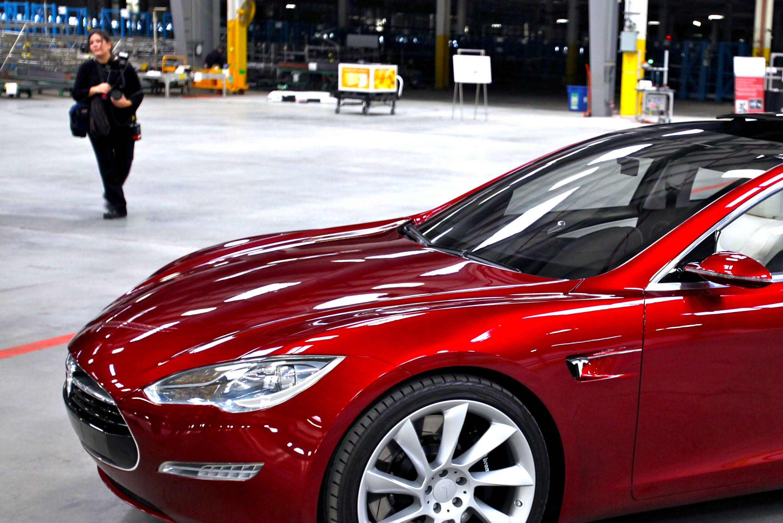 Cómo usar la inteligencia de redes sociales: caso Tesla Motors