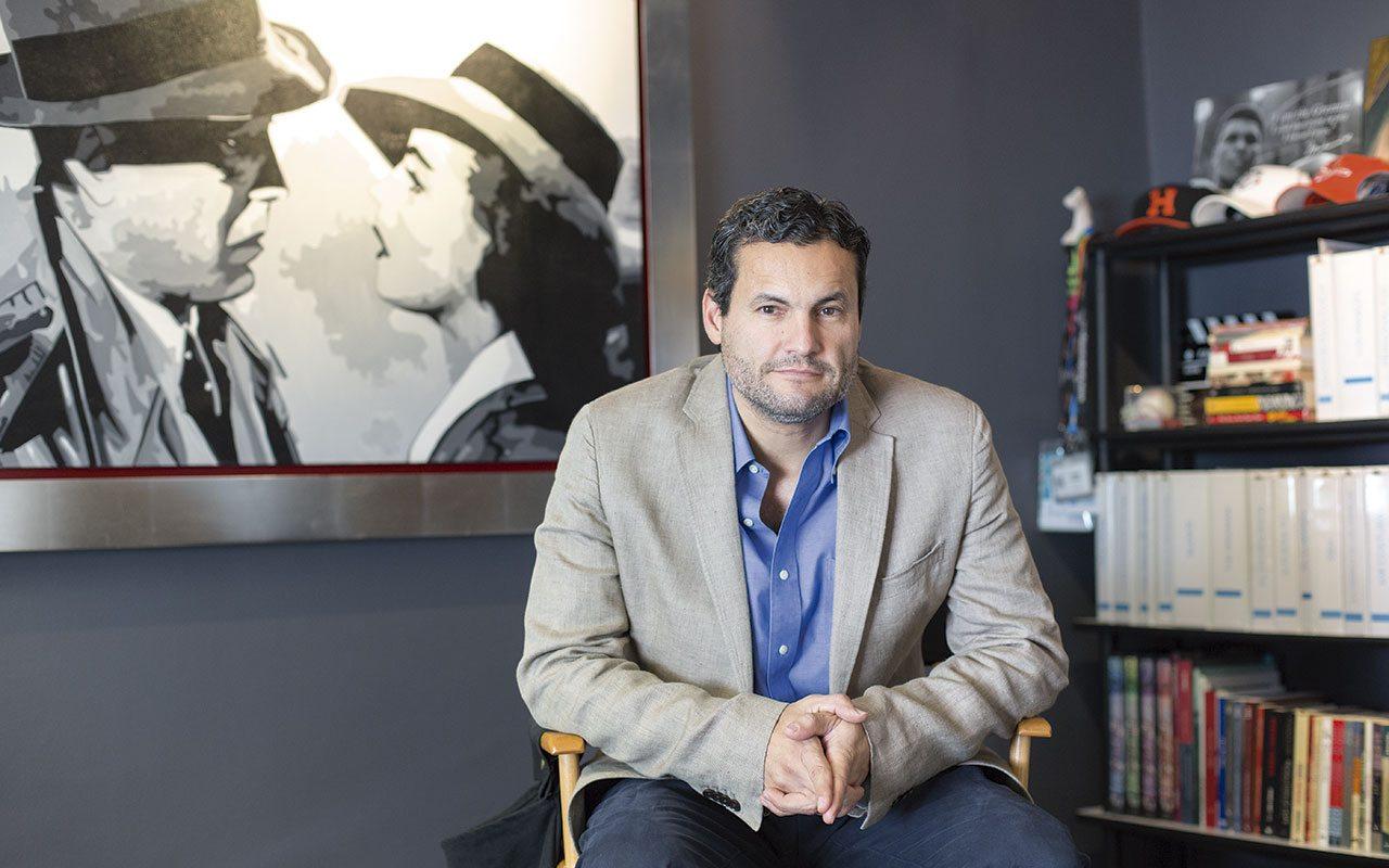 El productor mexicano que conquistó los estudios de cine mundiales