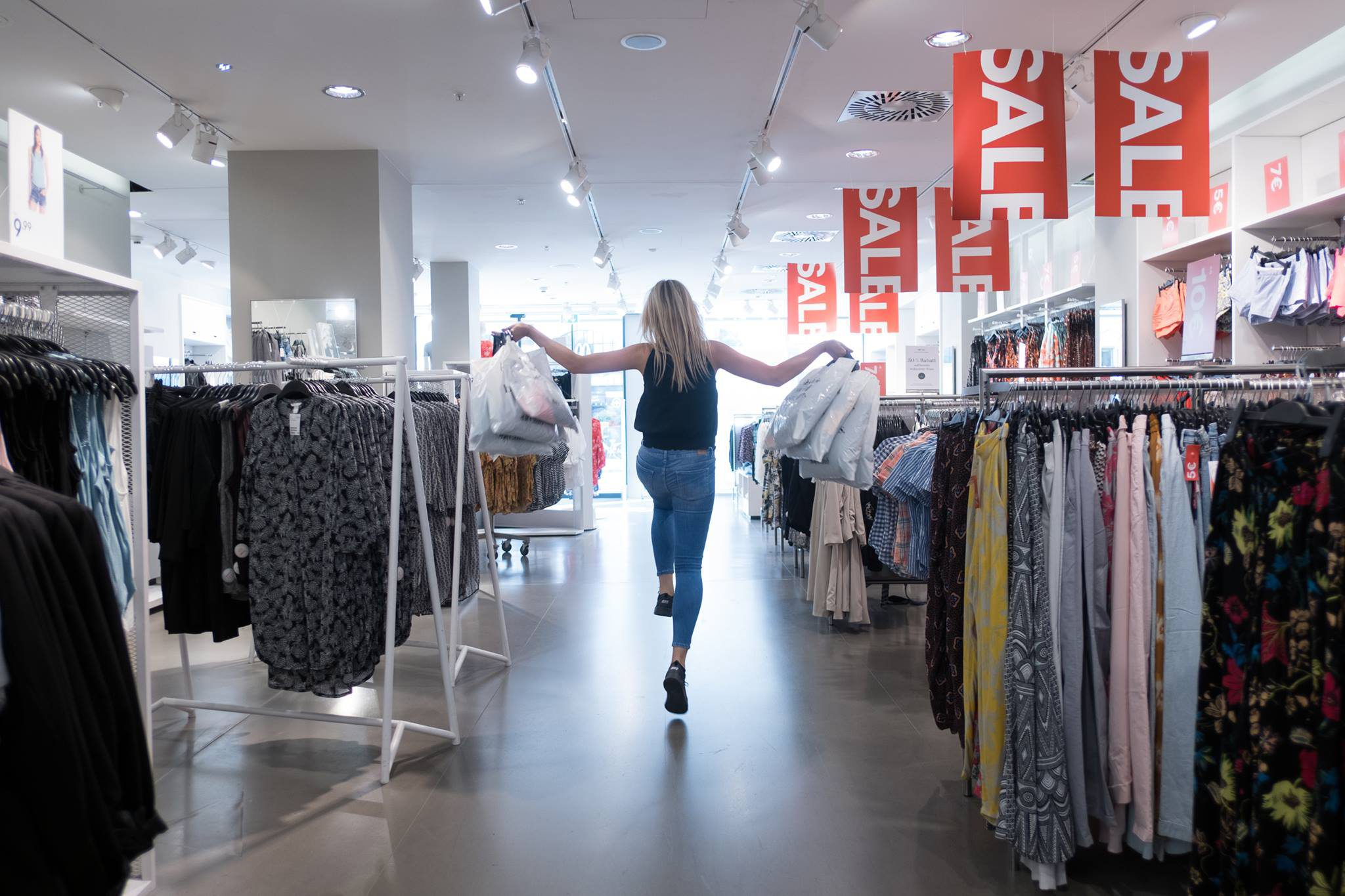 ¿Tienes ropa vieja o que ya no usas? H&M hace negocio con ella