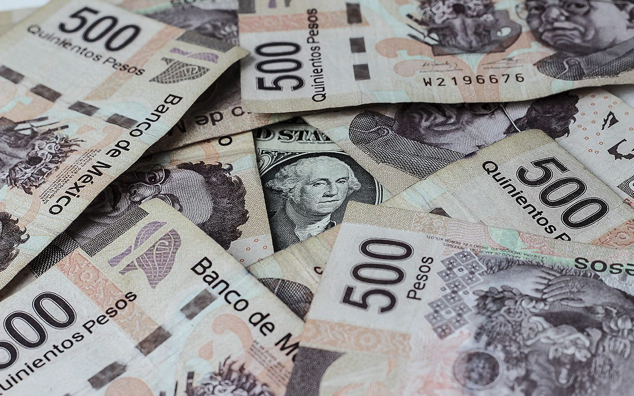 Especulación contra el peso, con caída marginal pese a alza de Banxico