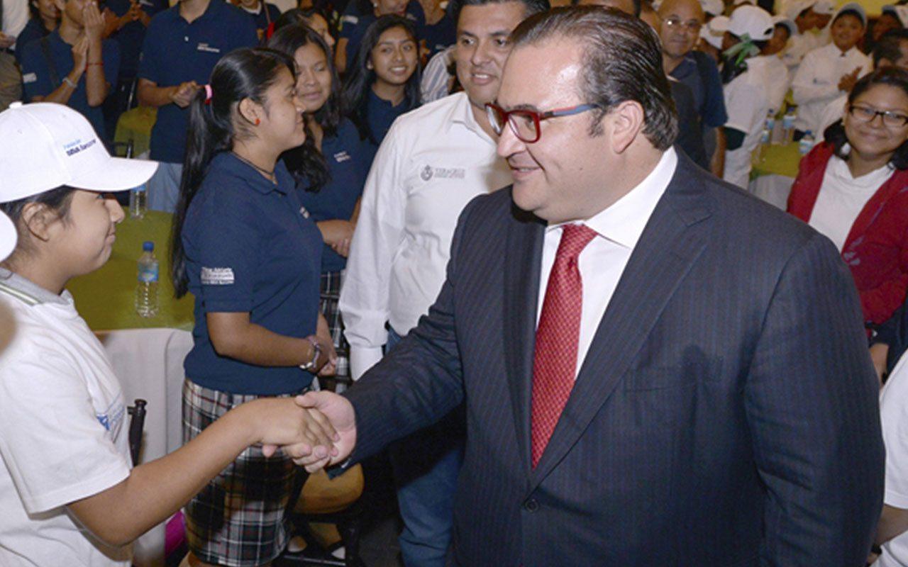 PRI suspende derechos partidistas a gobernador Javier Duarte