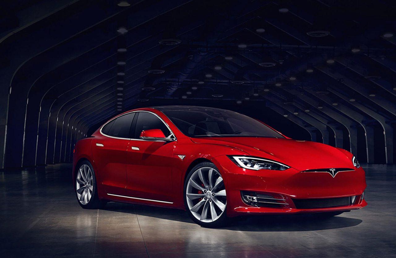 Tesla reporta ganancias por primera vez desde 2013