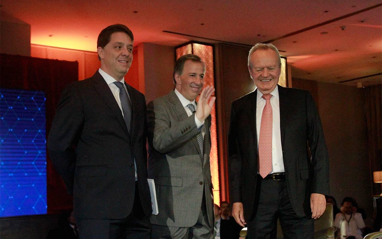 Roberto Hernández, pilar del crecimiento del sistema financiero en México: empresarios