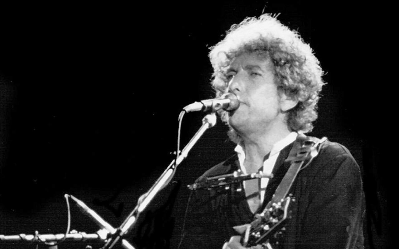 Bob Dylan no recogerá su premio Nobel de Literatura
