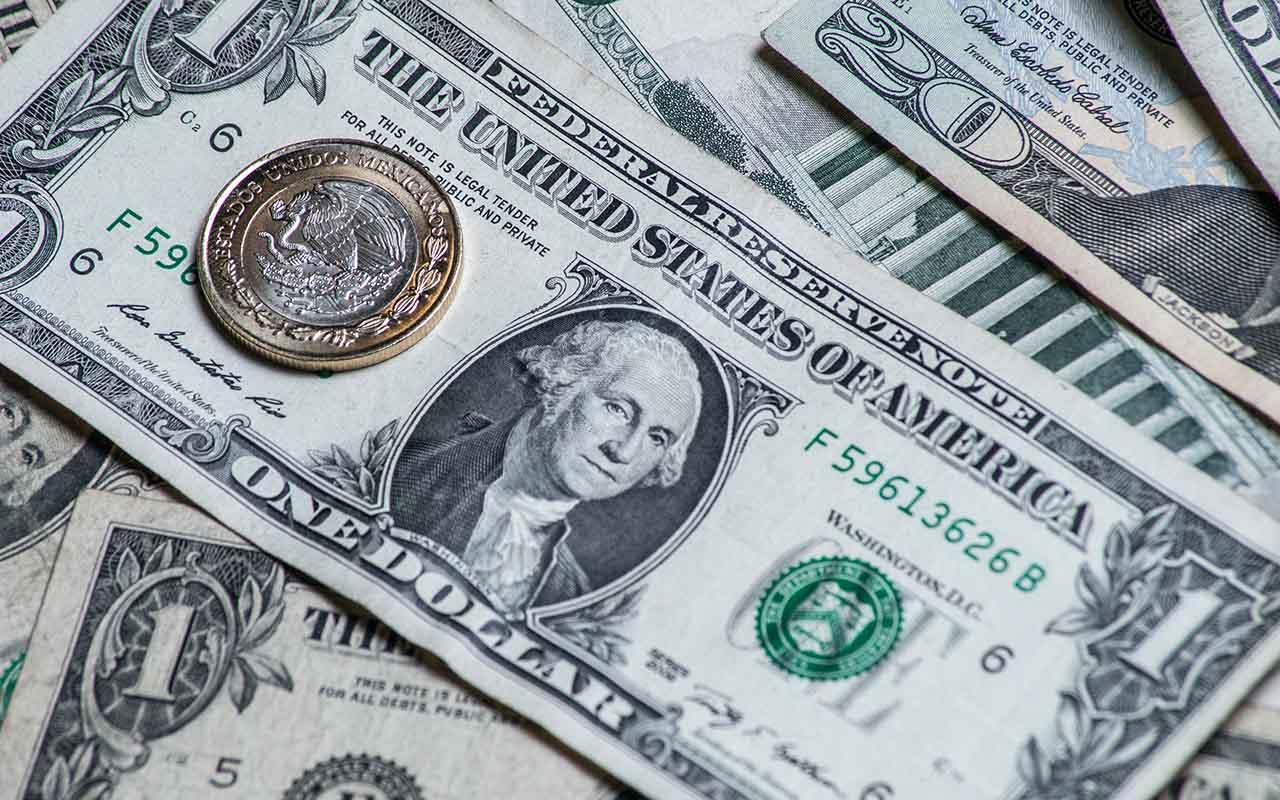 Salida de Carstens puede afectar al peso, según Comce