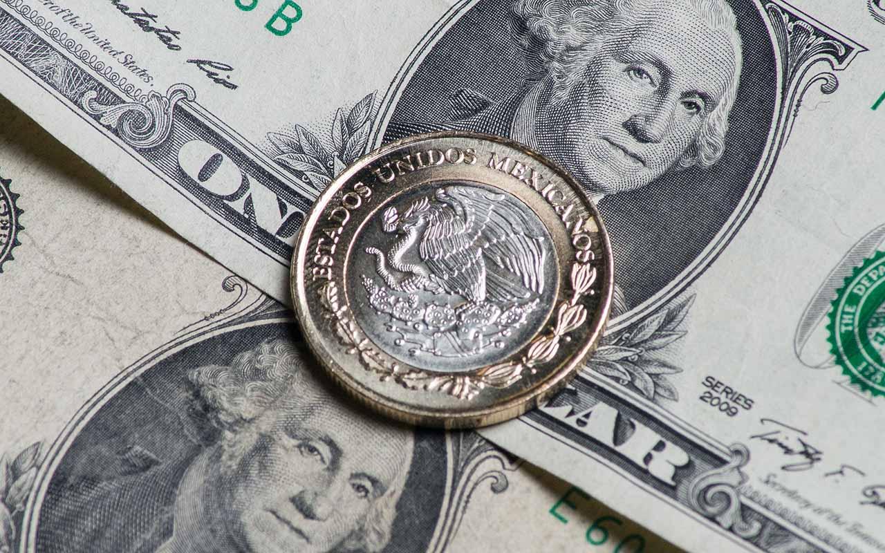 """Bancos venden el dólar en 19.21 pesos por el """"efecto Trump"""""""