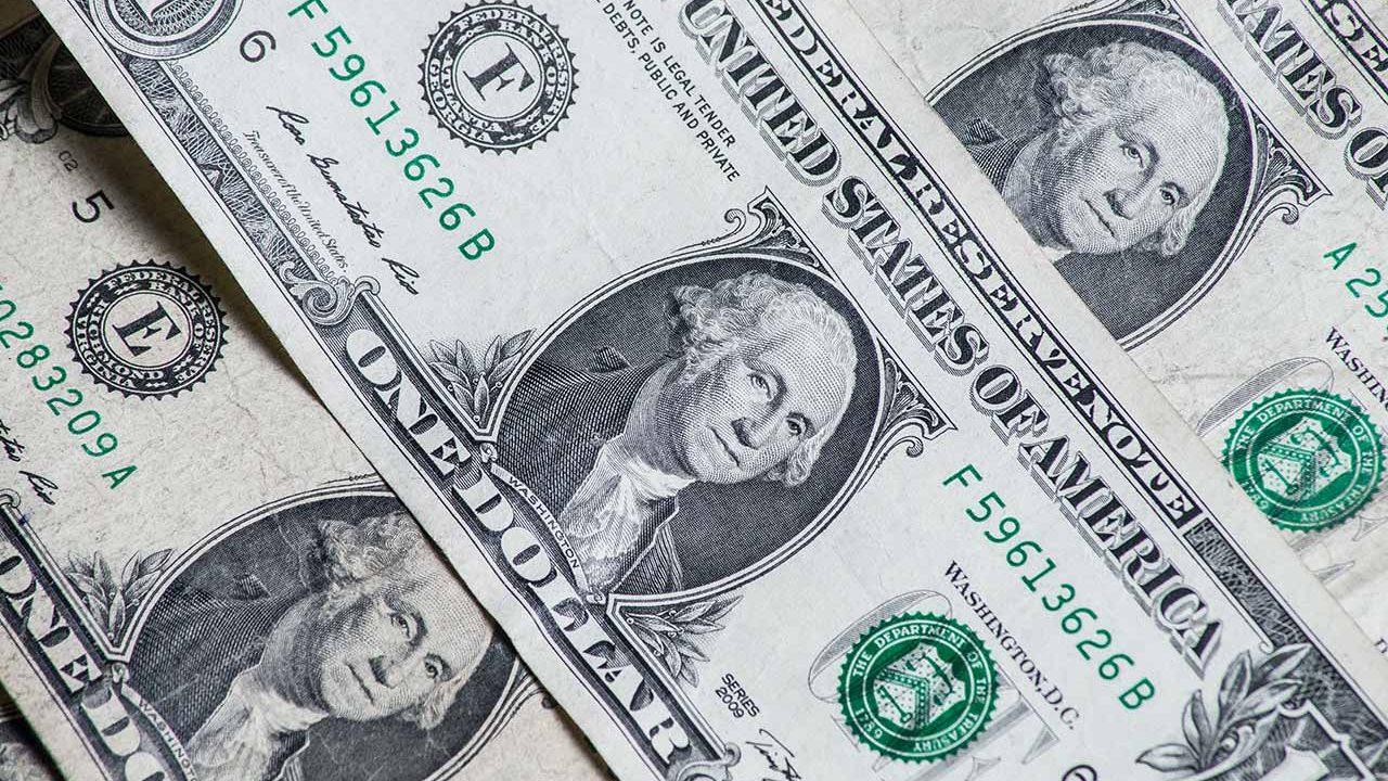 Dólar sube contra el peso tras intensificación de la guerra comercial