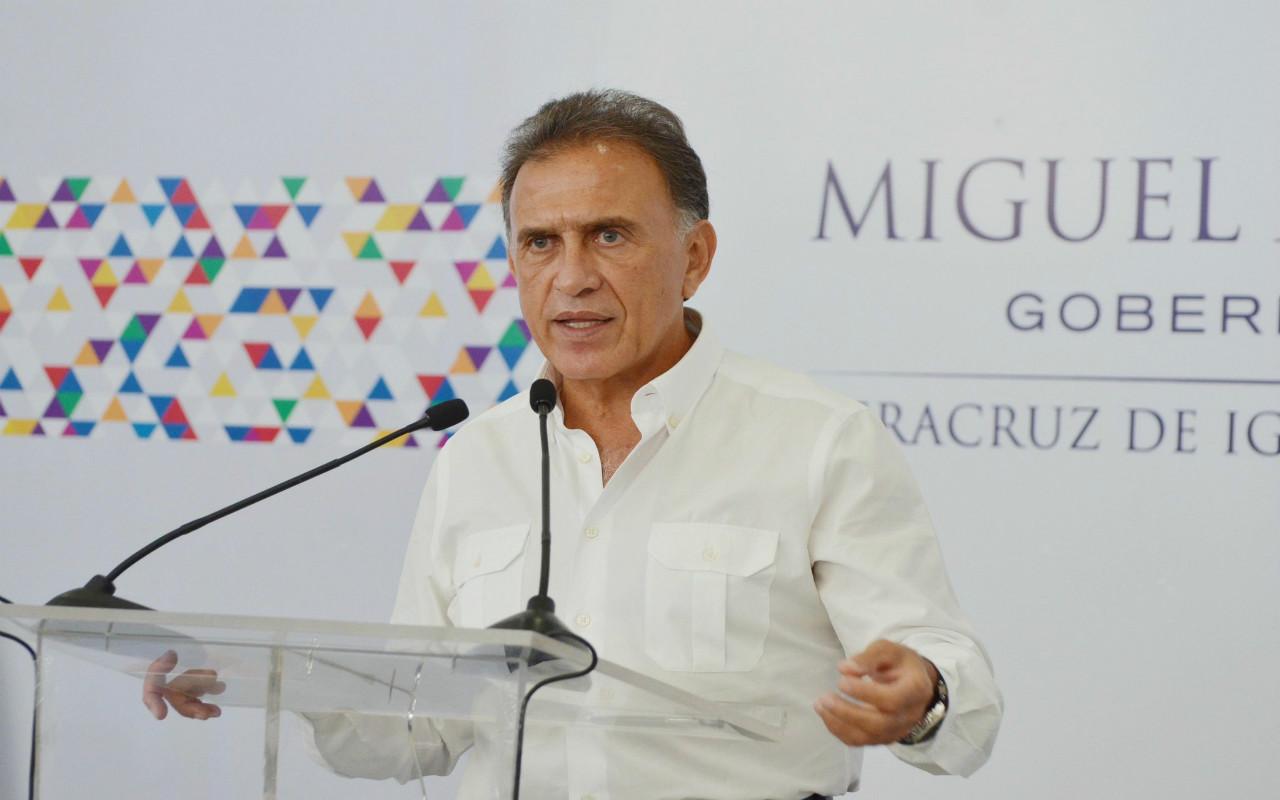 Endeudados y confrontados, Veracruz y Oaxaca renuevan gobiernos