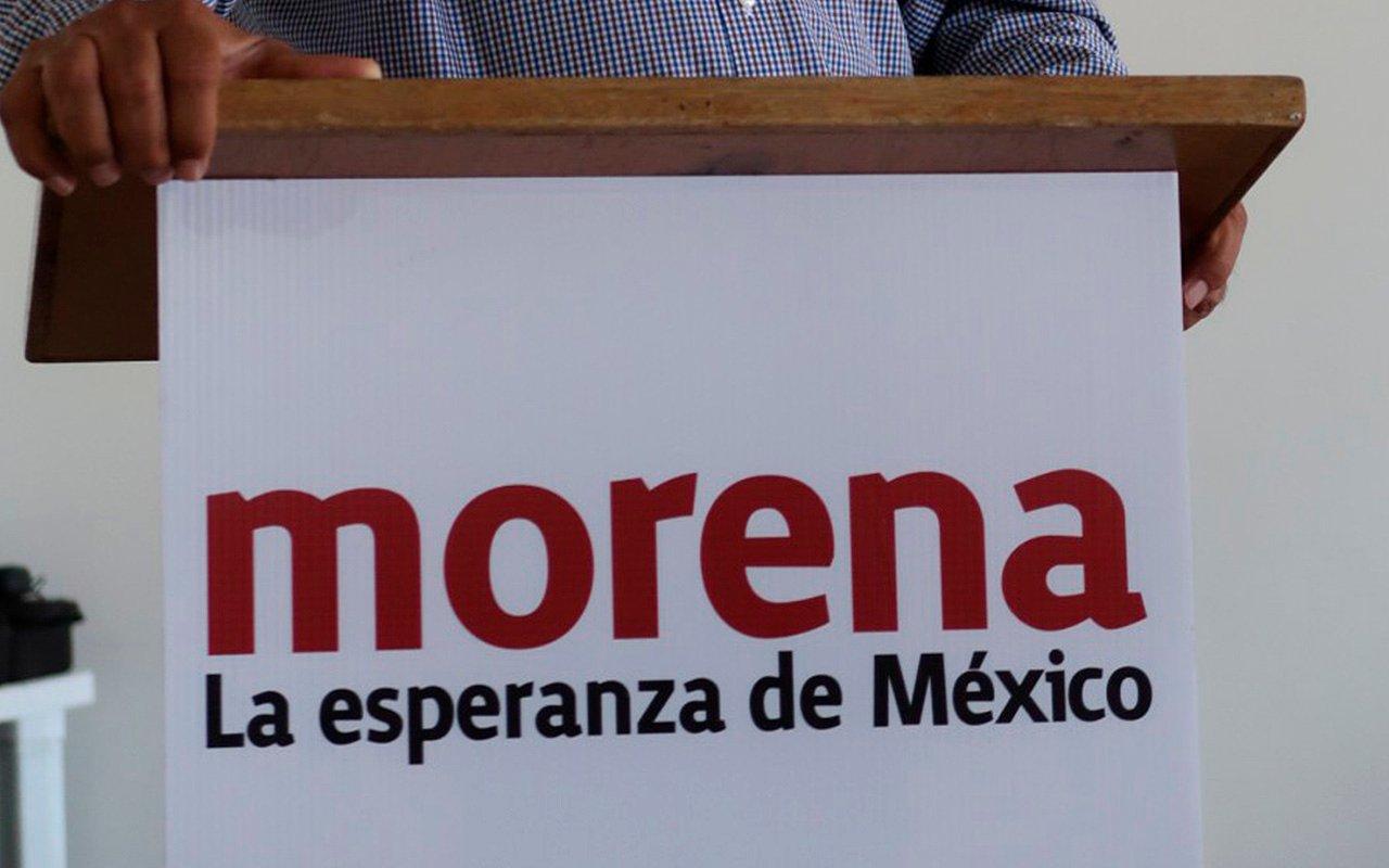 Alistan denuncia contra Morena por repartir tenis con su logo en Puebla