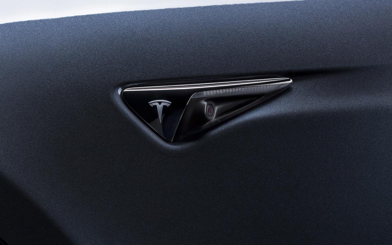 Elon Musk prueba su nuevo Tesla, el más barato del mercado