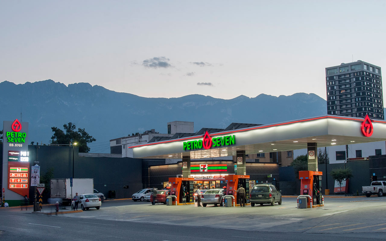 Pemex seguirá vendiendo gasolina en 230 estaciones de Petro 7