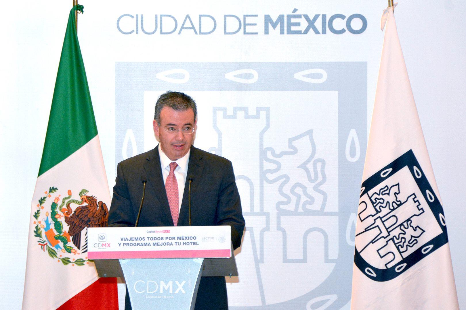 Peña Nieto propone al director de Bancomext como subgobernador de Banxico