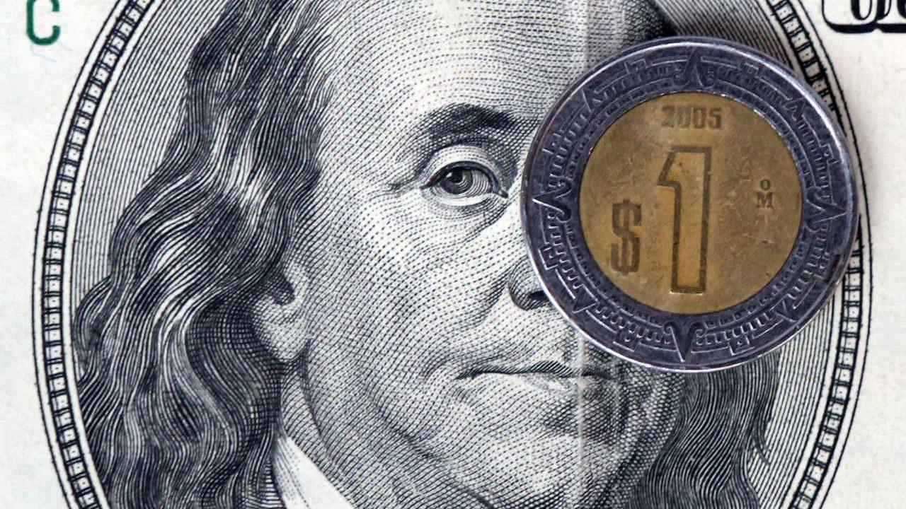 Dólar se vende en bancos por arriba de 20 pesos