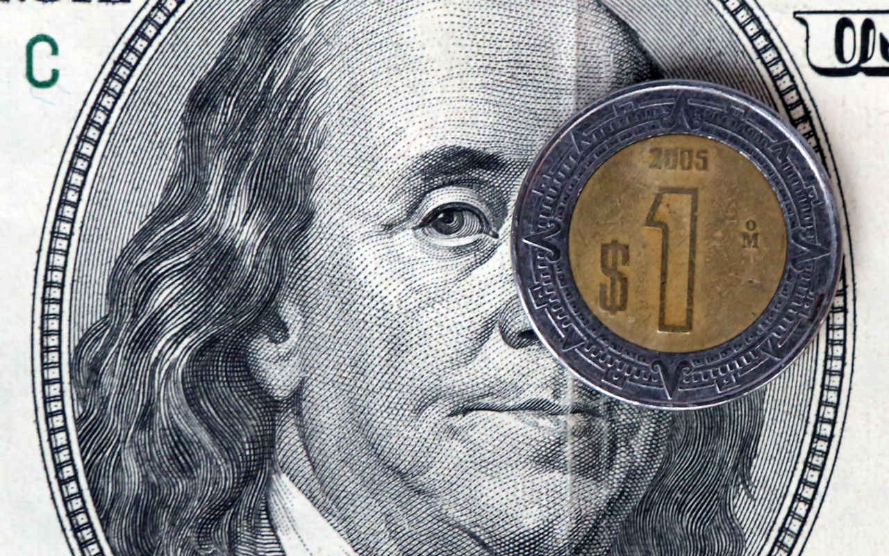 Peso se mantiene estable ante cautela por discurso de Trump