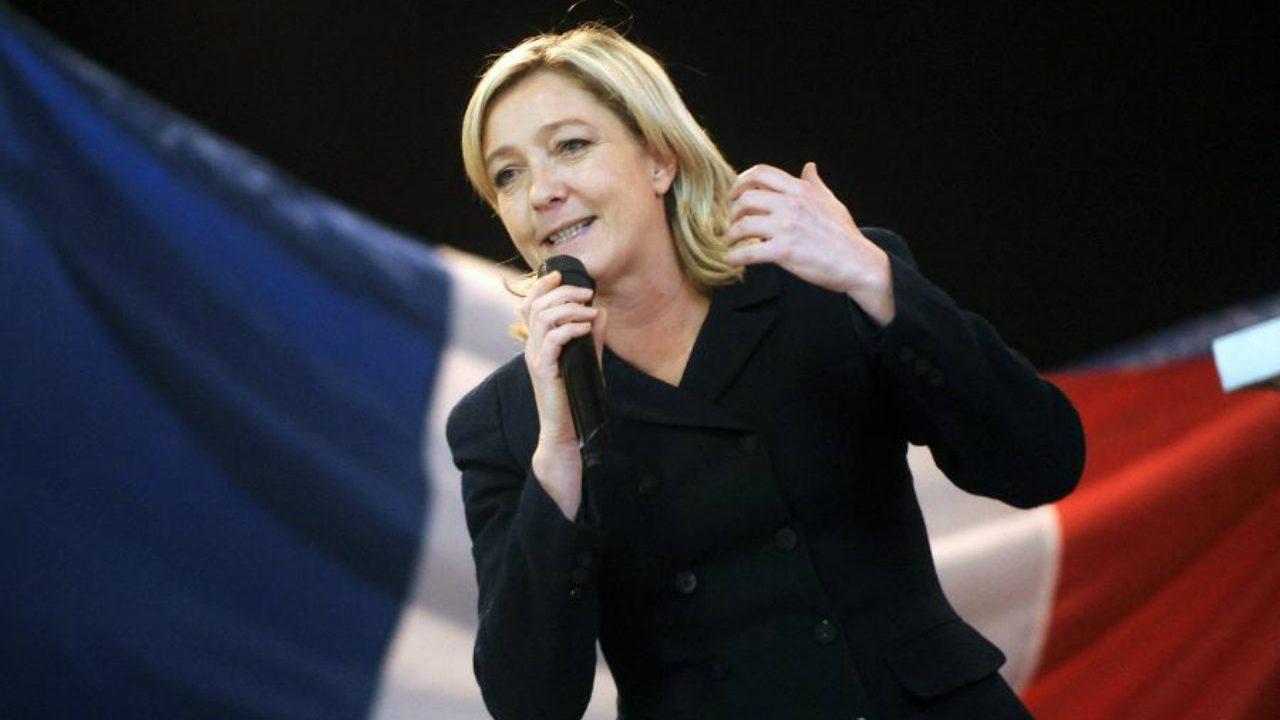 Le Pen dimite a la dirigencia del Frente Nacional para obtener votos