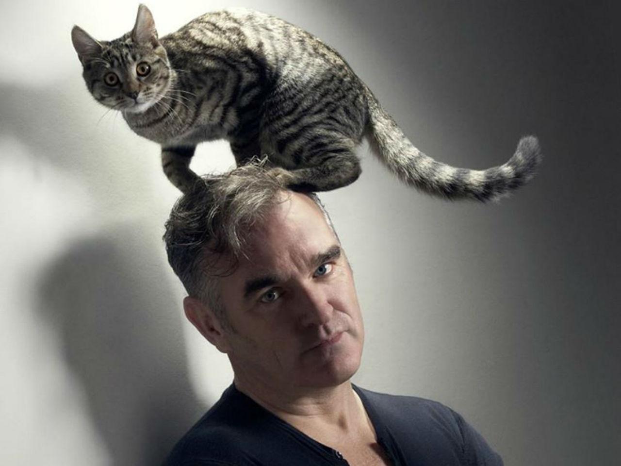 Morrissey pide a GM utilizar piel vegana en sus autos
