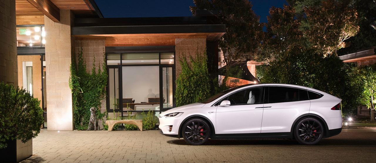 Tesla revisará 11,000 unidades del Model X