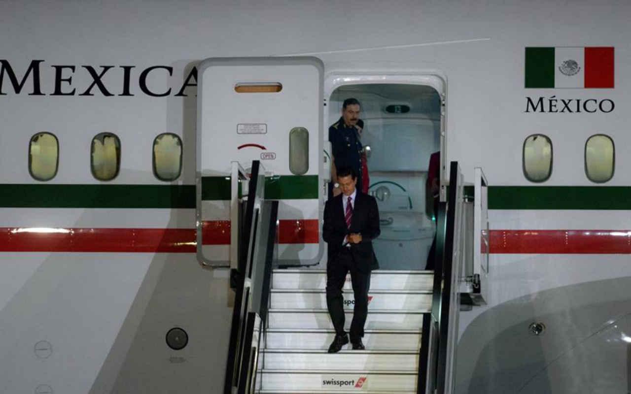 AMLO exhibe a Peña: más de 250,000 pesos en papel higiénico y gel para el avión presidencial