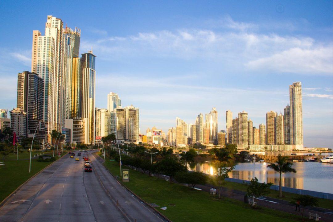 Panamá oficializa proyecto ferroviario con China