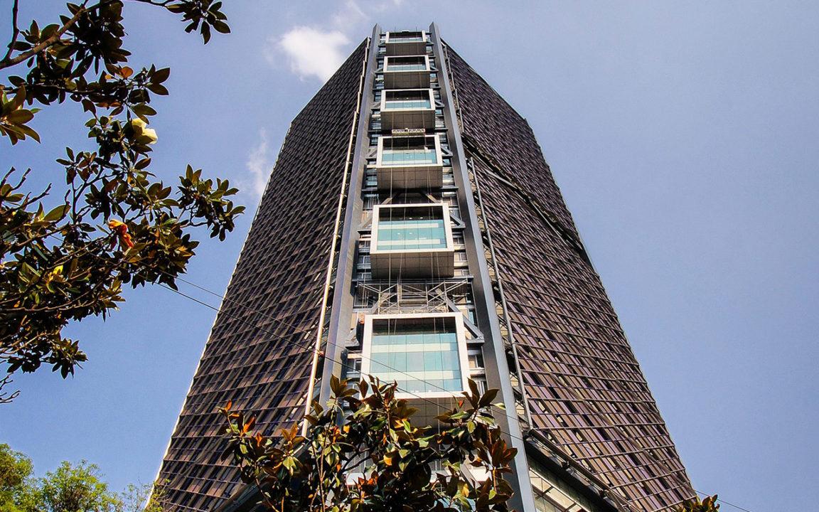 Reportan incendio en Torre Bancomer; banco niega incidente