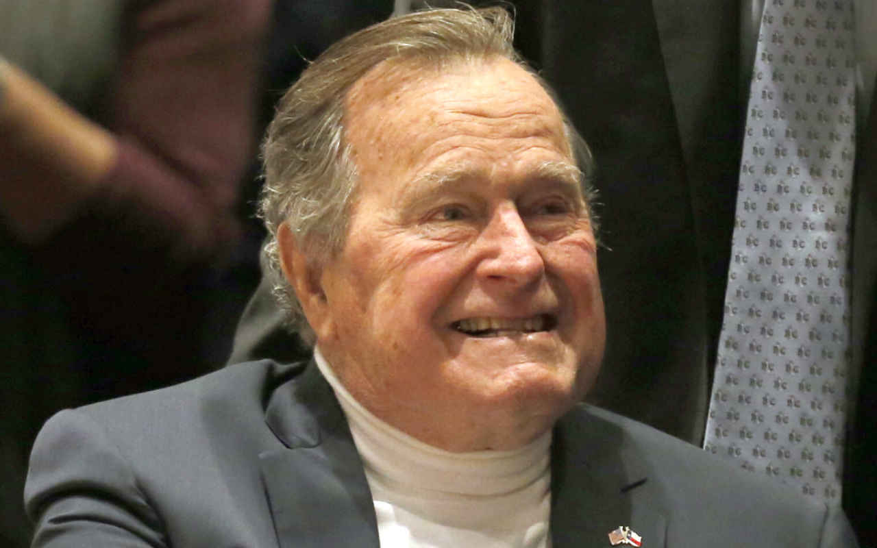 Expresidente de EU, George Bush, es hospitalizado en Houston