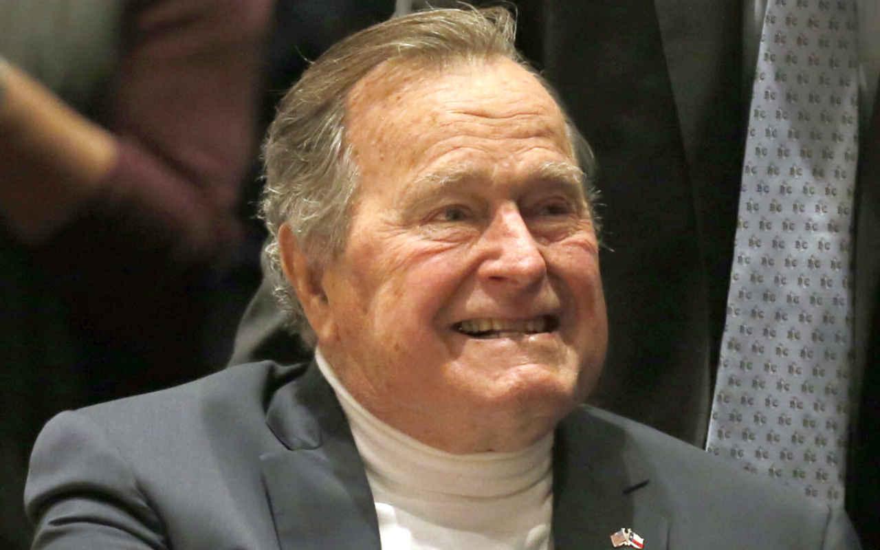 Hospitalizan al ex presidente George H. W. Bush