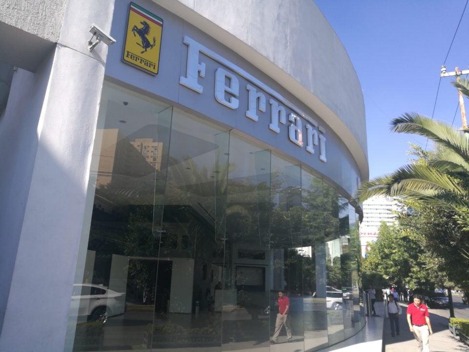 Ferrari oculta autos por temor a saqueos en Polanco