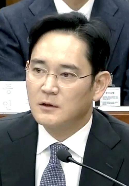 Emiten orden de arresto contra vicepresidente de Samsung