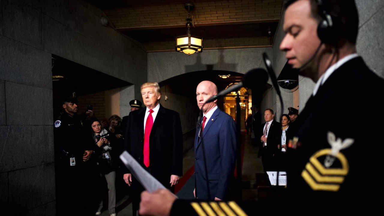 Trump confirma que está siendo investigado por despedir a Comey
