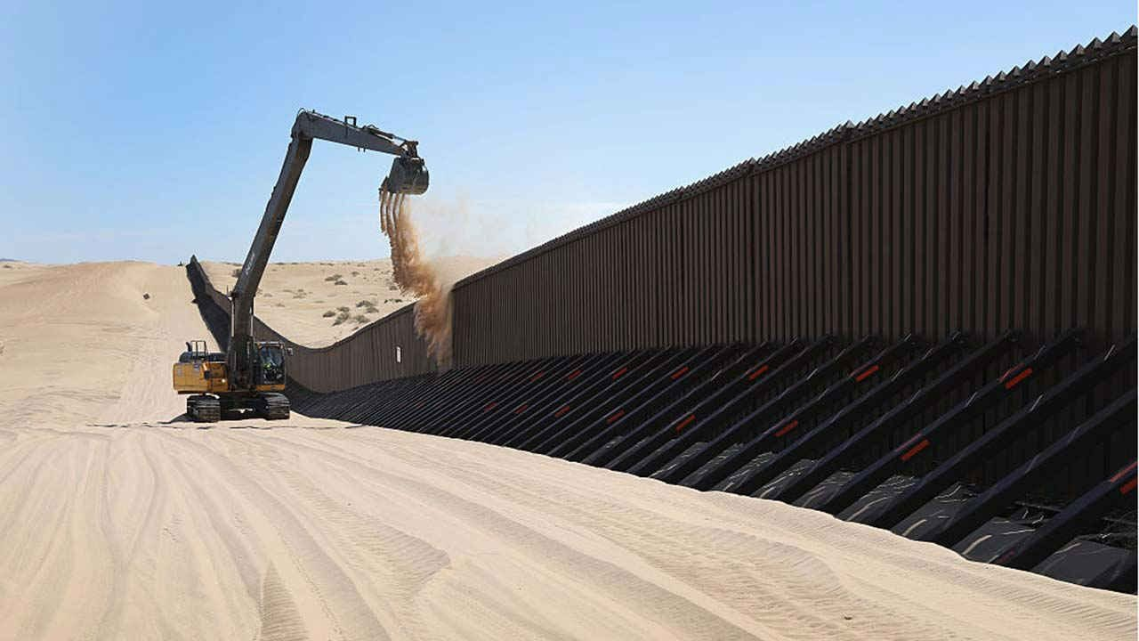 Los Ángeles obligará a contratistas a declarar si colaboran con el muro