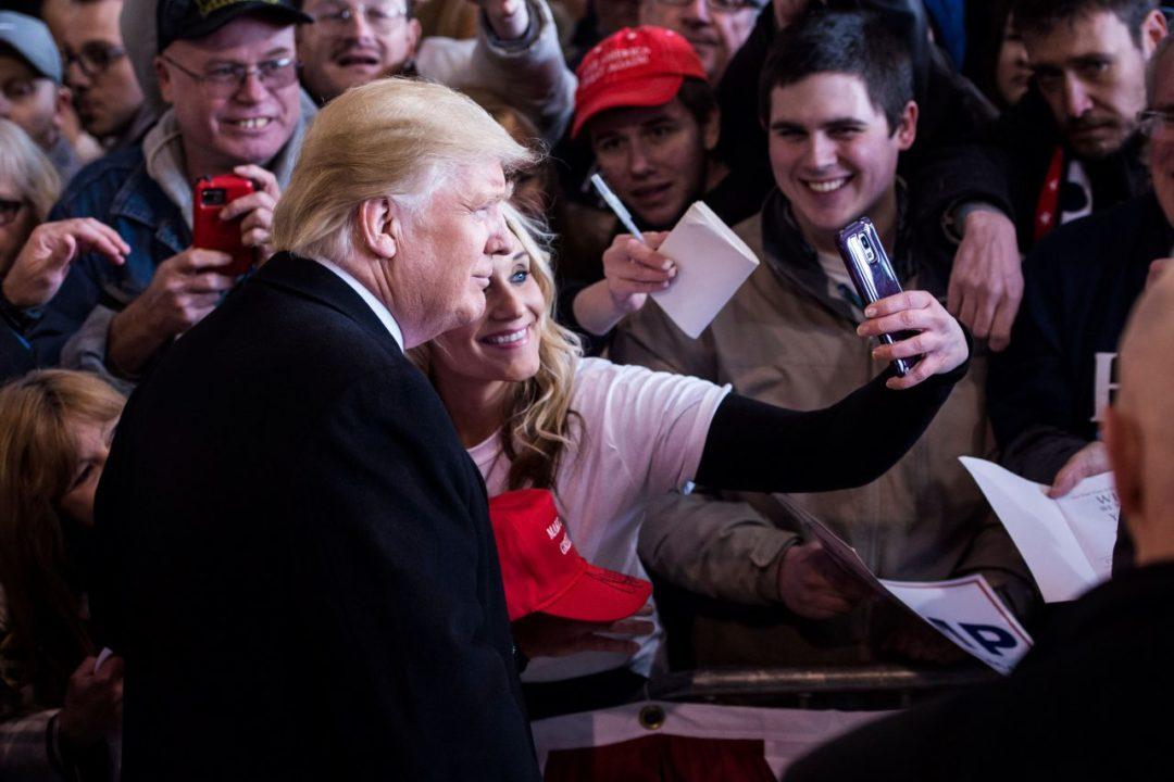 Donald Trump firma sus primeros decretos presidenciales