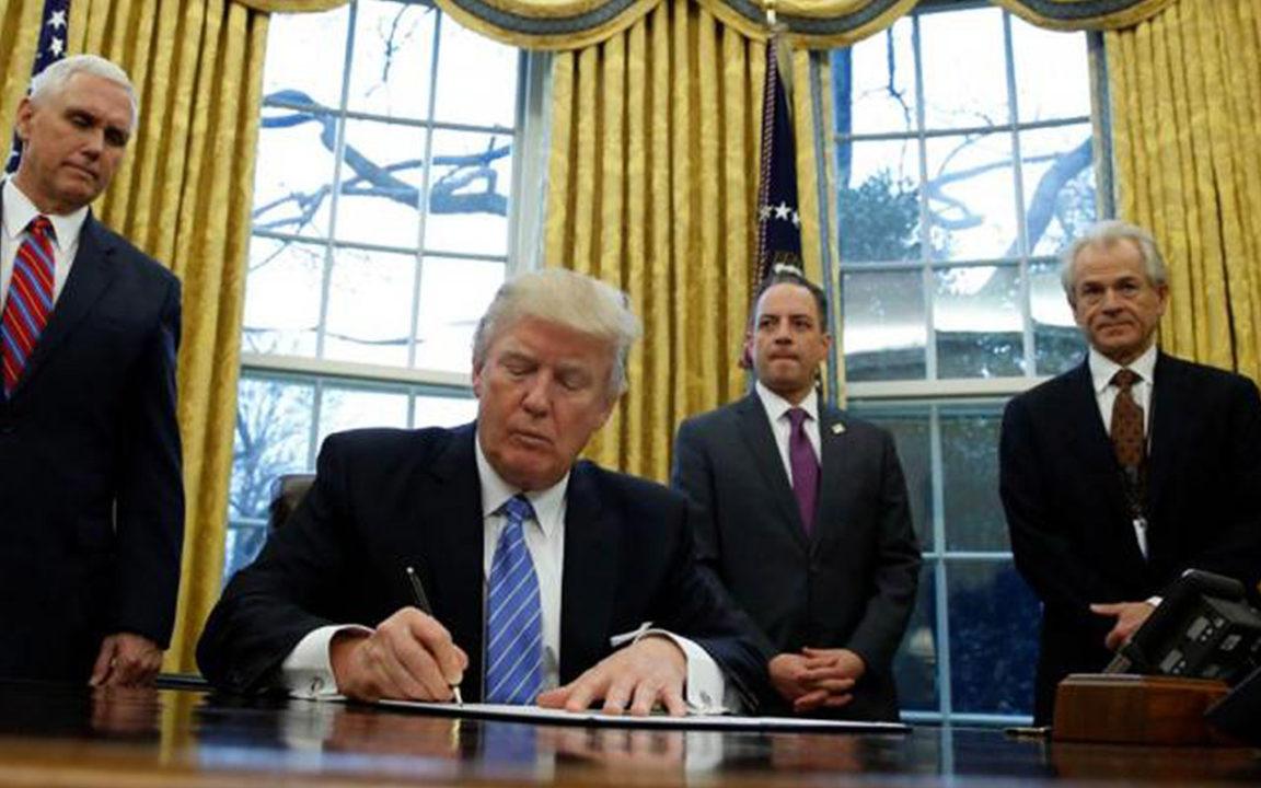 ¡Adiós al TPP! Trump firma orden para retirar a EU del pacto