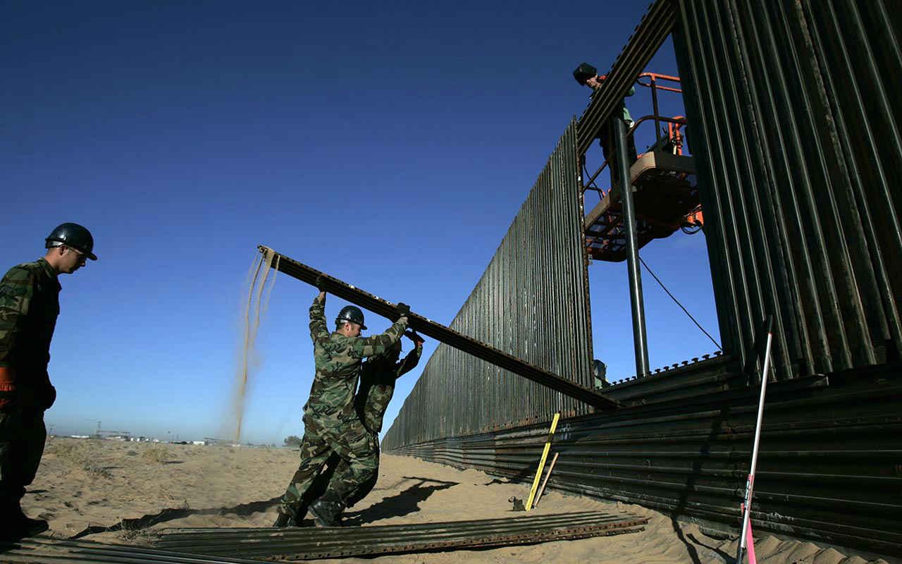 Ejército de EU permanecerá en la frontera con México hasta septiembre: Pentágono