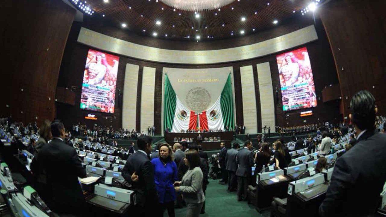 Diputados 'madrugan' con aprobación de la reforma educativa de AMLO