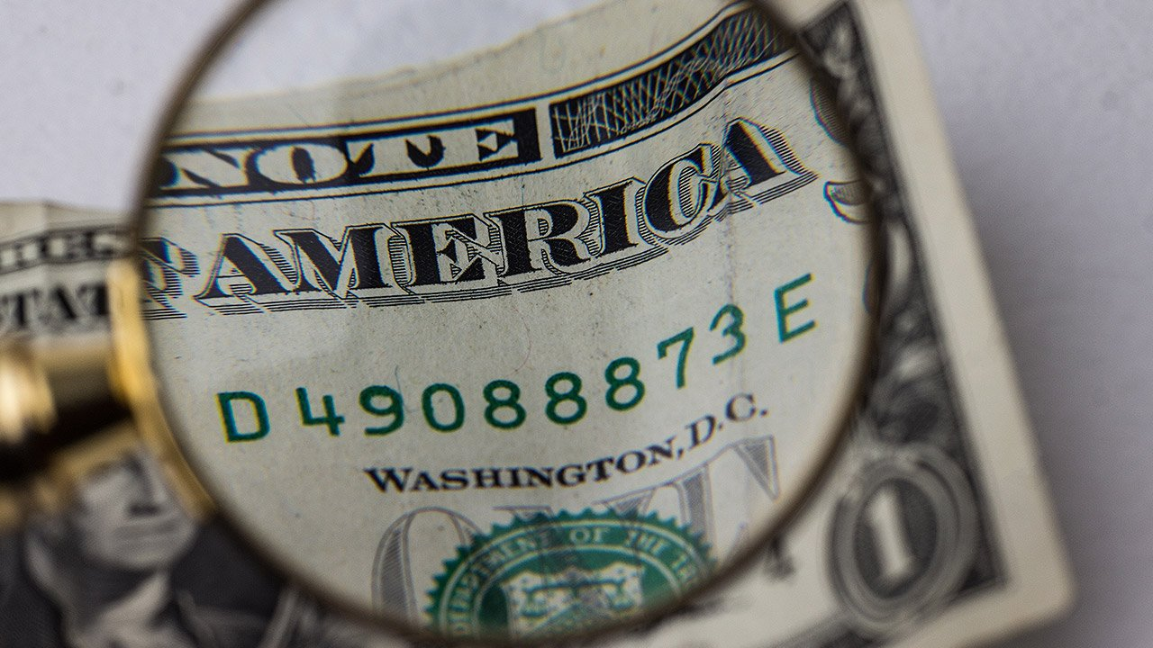 Preocupación política en EU debilita al dólar frente al yen