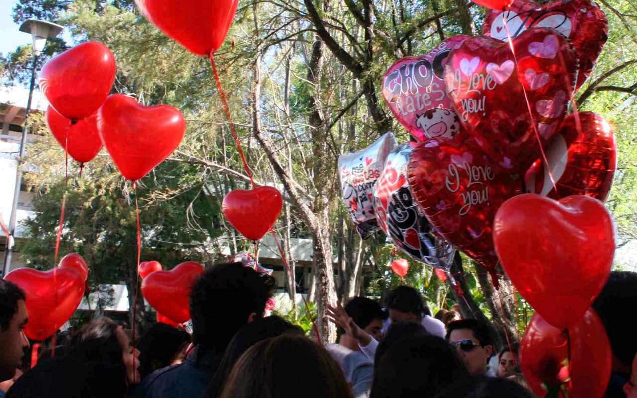 Metro prohíbe entrar con globos metálicos en pleno San Valentín