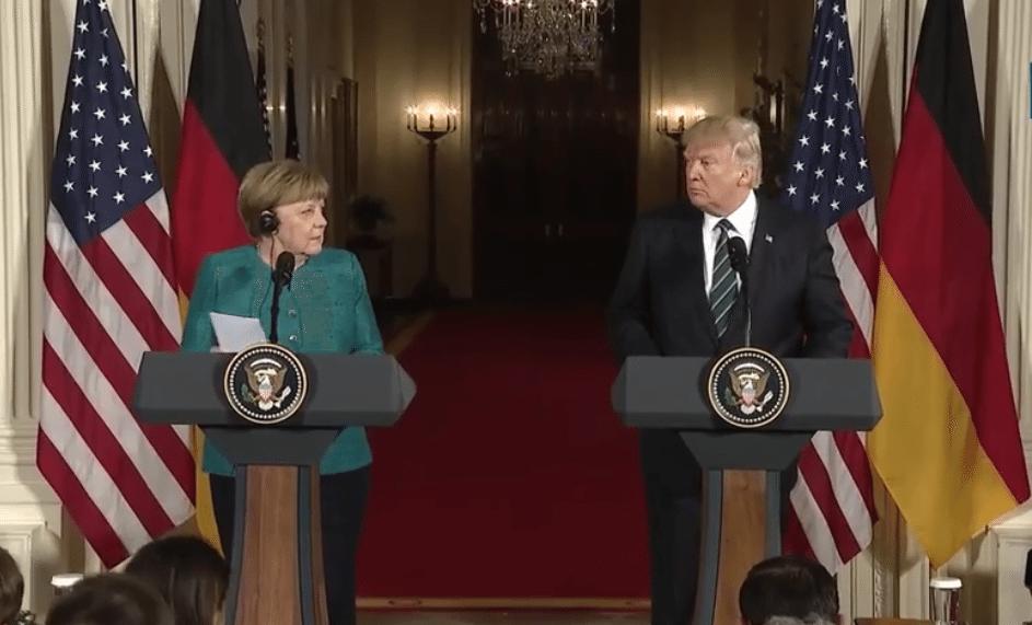 Trump se achica ante Merkel en comercio