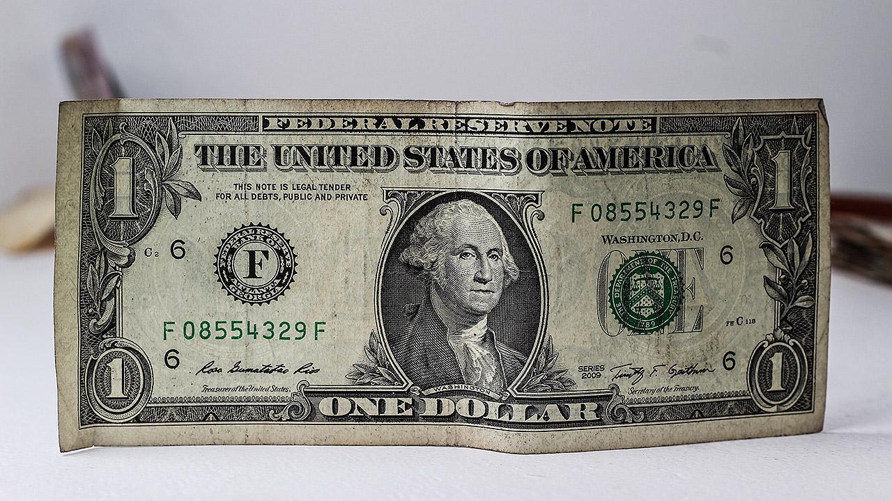 Dólar retrocede por comentarios de Trump relacionados con China