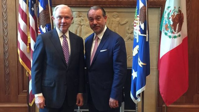 Raúl Cervantes y Jeff Sessions