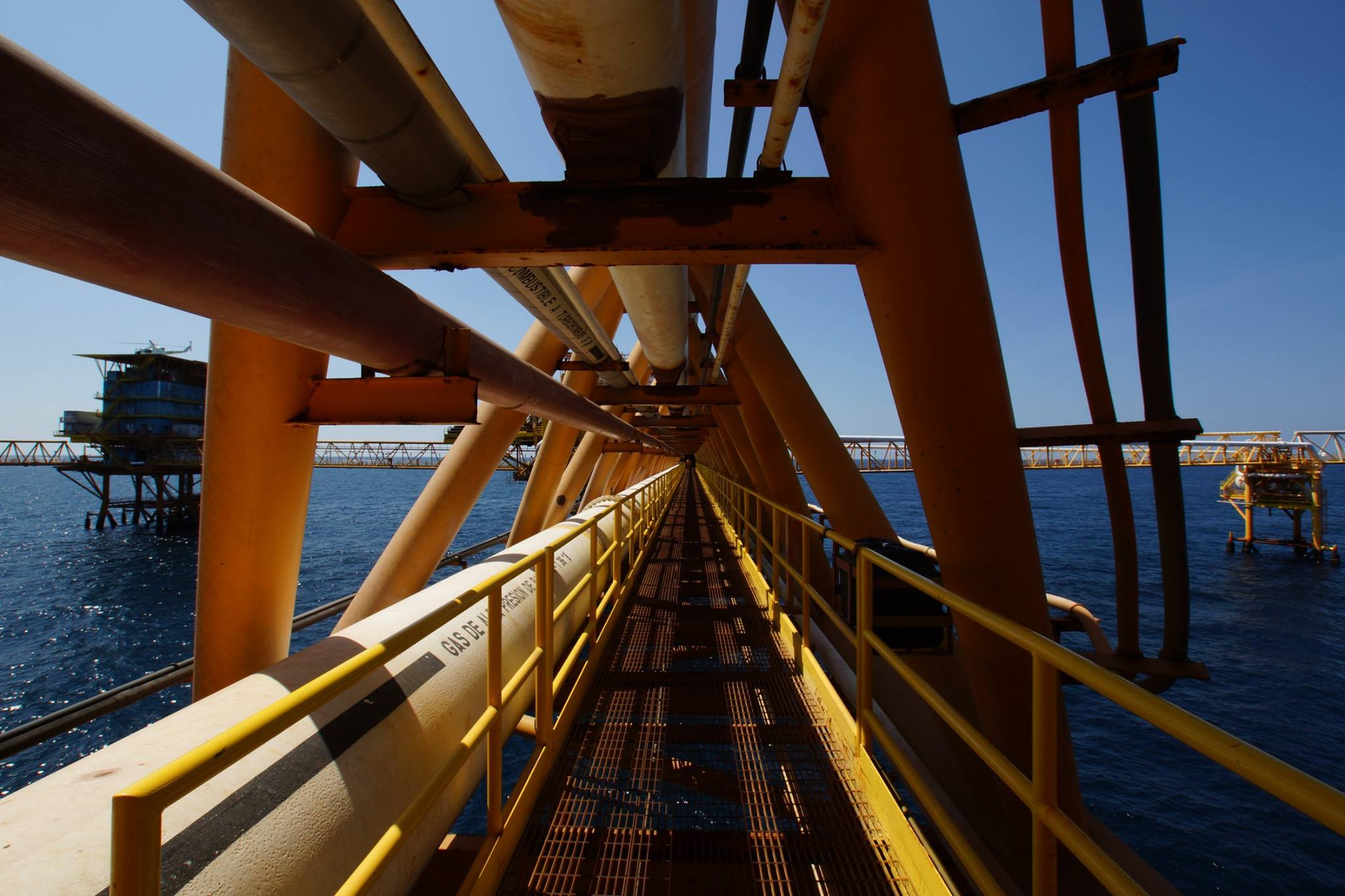 Pemex lanza subasta de terminales y poliductos