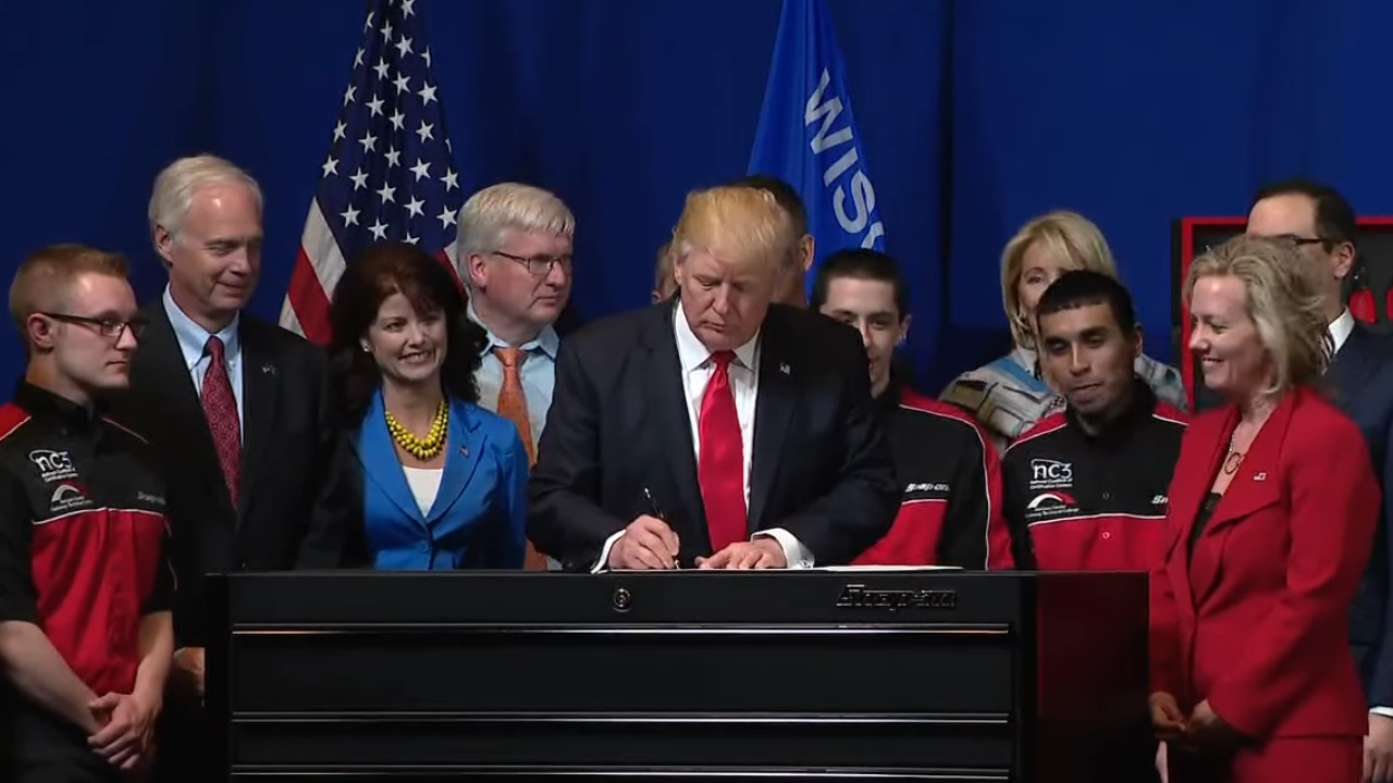 """Trump provoca un menor """"aterrizaje"""" de turistas mexicanos en EU"""